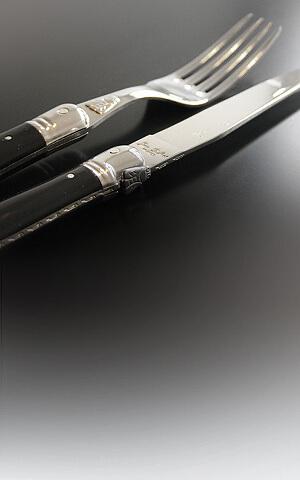 Cuchillos Laguiole con mangos de plástico